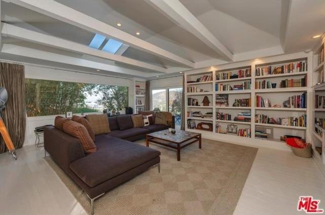 jake gyllenhaal living room