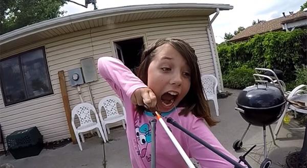 小学生が考えた「クールに歯を抜く方法」がスゴすぎると話題に【動画】