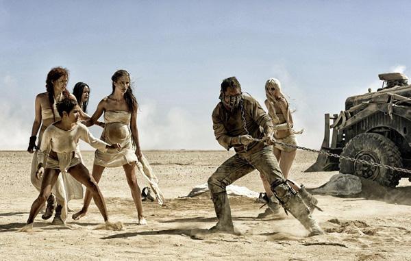『マッドマックス』逆襲の女たちの衝撃映像解禁 地獄からの逃亡の先に未来はあるのか!?