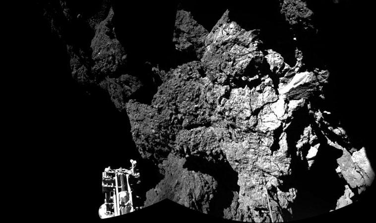 Philae が送信してきた彗星表面の写真