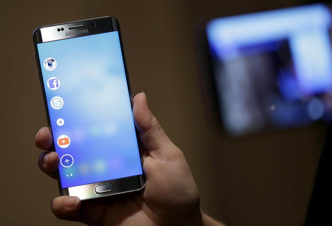 Samsung agranda sus pantallas Edge con nuevas funciones