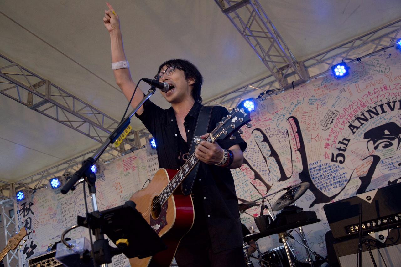 「あきた音楽大使」の高橋優が地元・秋田で凱旋フリーライブを開催!なまはげも乱入