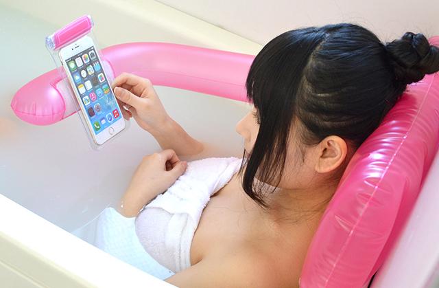 Sigue leyendo Engadget en el spá con esta almohada hinchable de Thanko