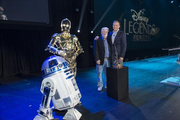 『スター・ウォーズ』ジョージ・ルーカスがR2-D2、C-3POとディズニーイベントに降臨!