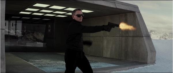 『007 スペクター』予告編、ボンドは空・雪山・市街地で殺人マシーンと化す!