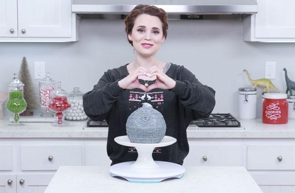 石膏かよwww キレイなお姉さんが『スター・ウォーズ』デス・スターのリアルなケーキレシピを公開 「精巧だけどまずそう」と話題に【動画】