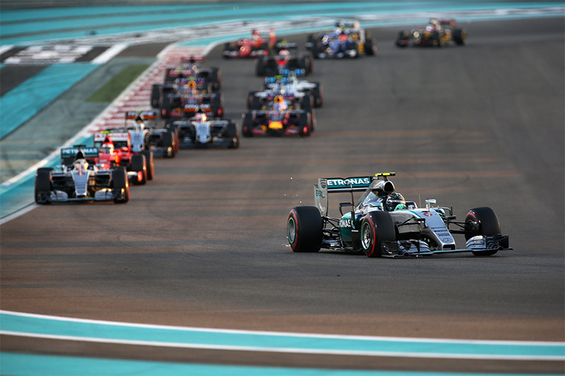 Nico Rosberg dẫn đầu năm Grand Prix Abu Dhabi năm 2015.