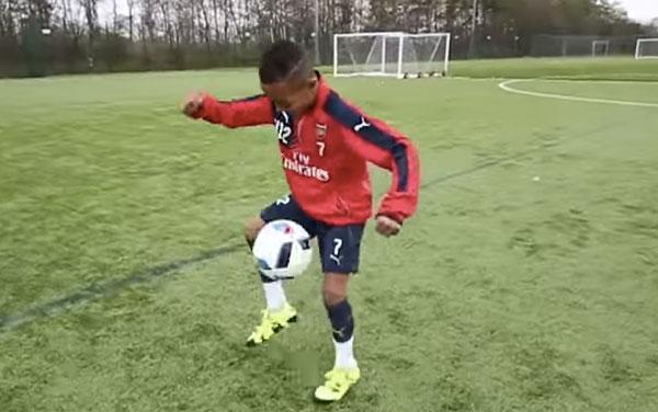 フリースタイルサッカーの天才児、アーセナル下部組織での無双っぷりがハンパない【動画】