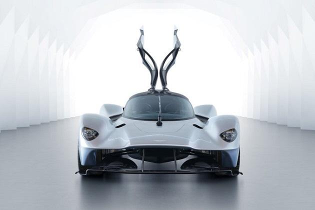 アストンマーティンがフェラーリから3人の「重要人物」を引き抜いて「488 GTB」に挑戦するミドシップ・スポーツカーを開発中