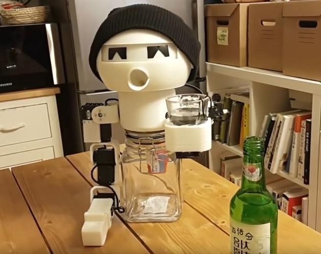 Drinky: Schnapsschluckender Botkumpel für einsame Trinker