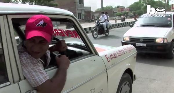 【意味不明】タクシーで11年間バック走行だけを続けるエクストリームな運転手が話題