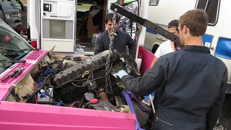 Jeep Cherokee gets engine swap at 24 Hours of LeMons race