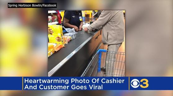 スーパーで大量の小銭で支払う客への、レジ係による温かい対応が米国で話題に