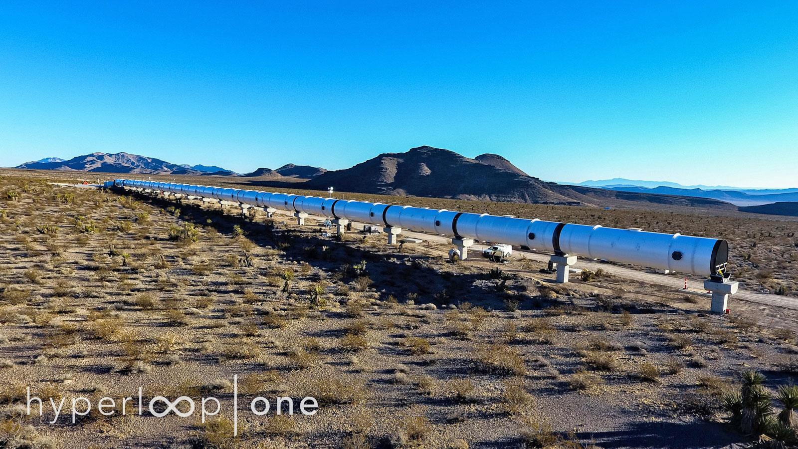 Hyperloop One enseña por primera vez su túnel de pruebas