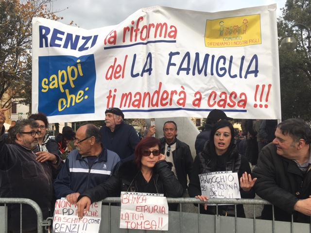 Leopolda, Renzi contro le fake news: esiste una vera industria della propaganda
