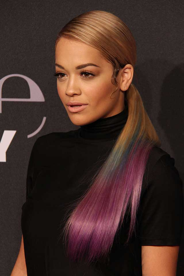 rita ora flaunts dip dyed hair at berlin fashion week. Black Bedroom Furniture Sets. Home Design Ideas