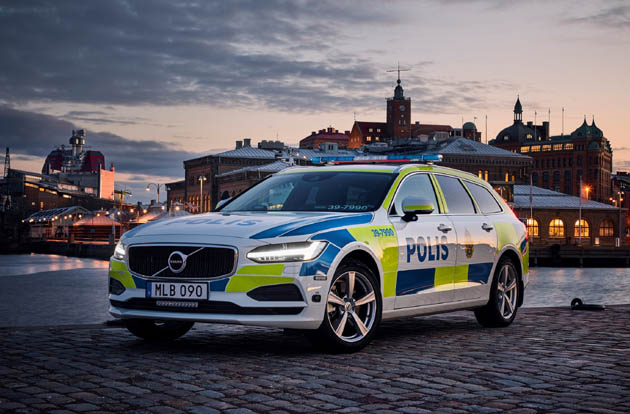 スウェーデン警察も絶賛!! 最高評価を受けたボルボ「V90」をポリスカーに採用!!