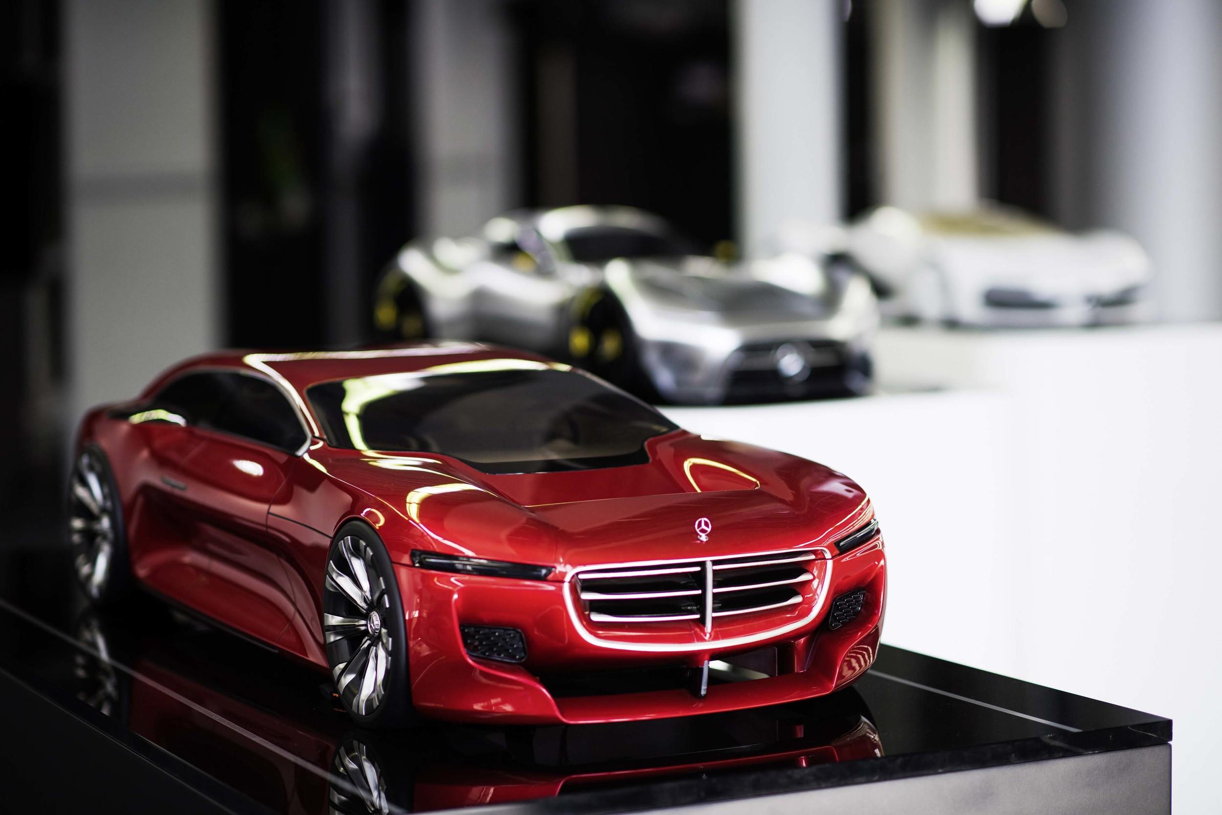メルセデス・ベンツ、曲線の美しいスポーツカーと未来のデザイン・コンセプトをプレビュー