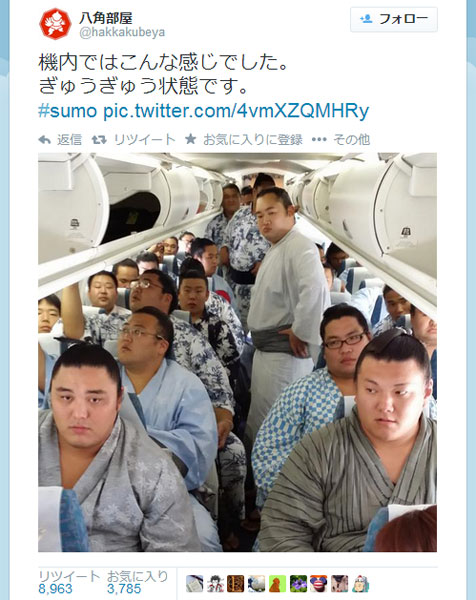 力士たちで埋め尽くされた飛行機に「明らかに過積載w」の声