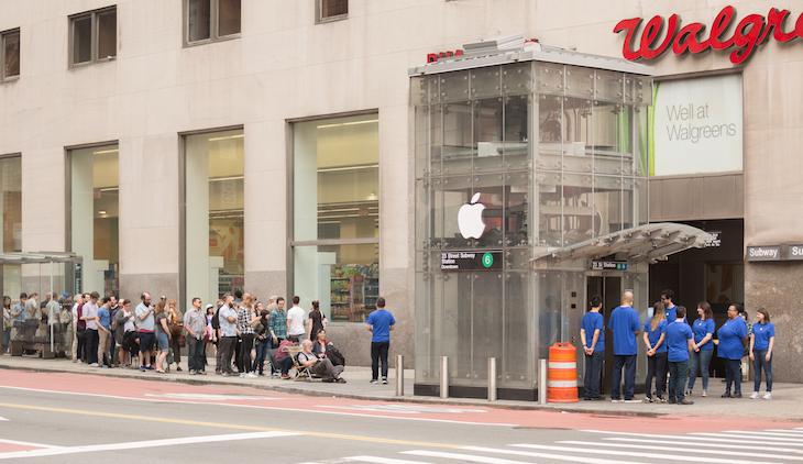 Reingefallen: New Yorker Theatergruppe eröffnet Apple Store im U-Bahn-Schacht