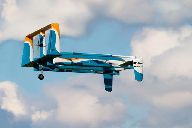 ¿La última locura de Amazon? Drones que cargan los vehículos eléctricos