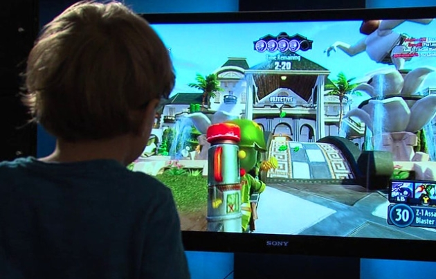 Watch a 5-year-old spam the spacebar to access his dad's Xbox Live account
