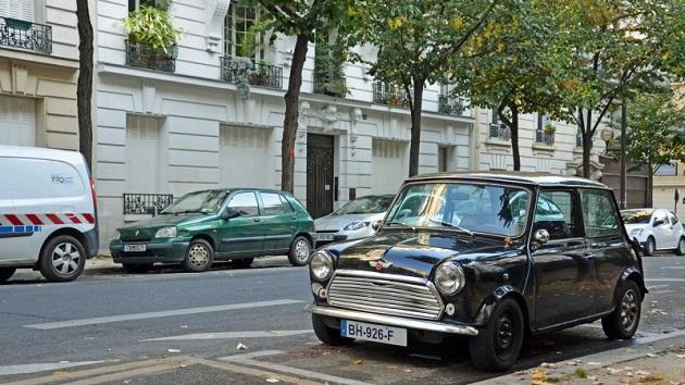 パリの路上から、20年以上前に生産された古いクルマが消える!?