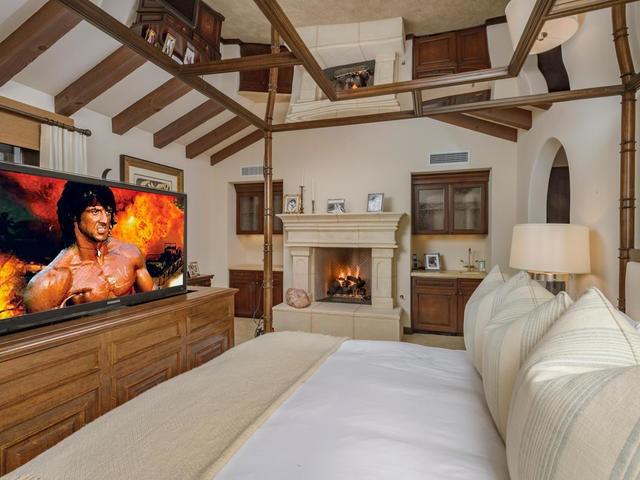 Stallones-bedroom4-f3f3ba.jpg