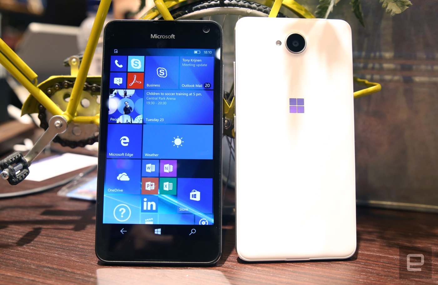 Echa un ojo de cerca al económico Lumia 650 de Microsoft