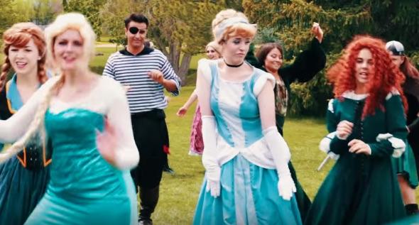 ディズニーキャラクターが総出演してテイラー・スウィフト「Shake It Off」を歌う動画が楽しすぎる