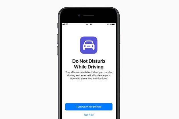 アップル、次期iOS 11に「運転中なので邪魔しないで」モードを搭載 画面が真っ黒に
