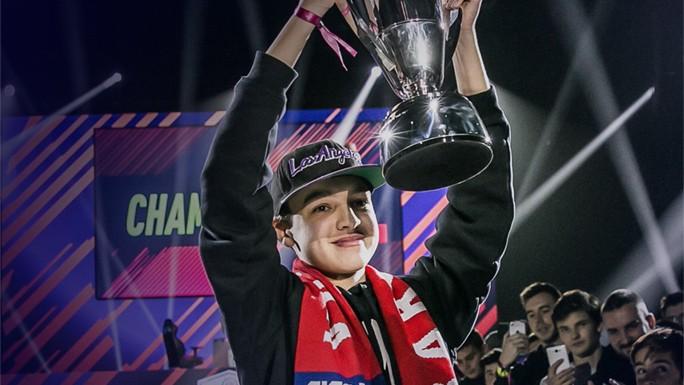 Este chico de 16 años ha ganado 22.000 dólares jugando a FIFA 18