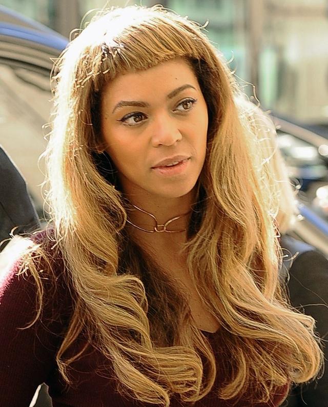 Beyonce shows off short new fringe