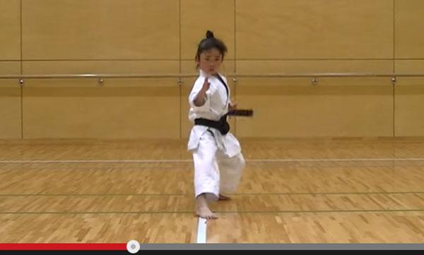 日本発!7歳の黒帯少女が見せる空手がド迫力すぎて海外で話題 「凄すぎる」「完璧負ける」