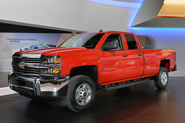 2015 Chevrolet Silverado 2500 HD CNG at the 2014 Chicago Auto Show, front three-quarter view