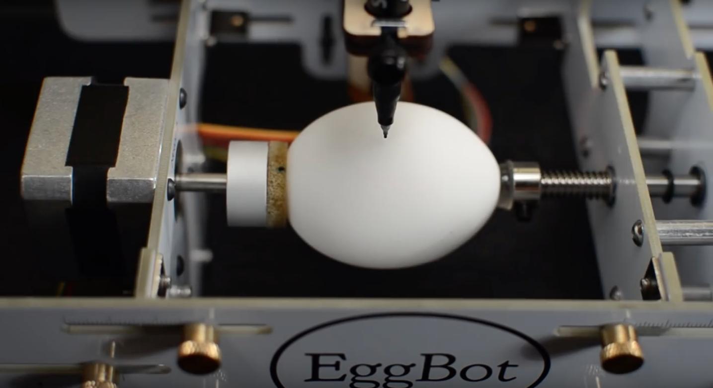Bot verziert Eier mit Strobo-Mustern