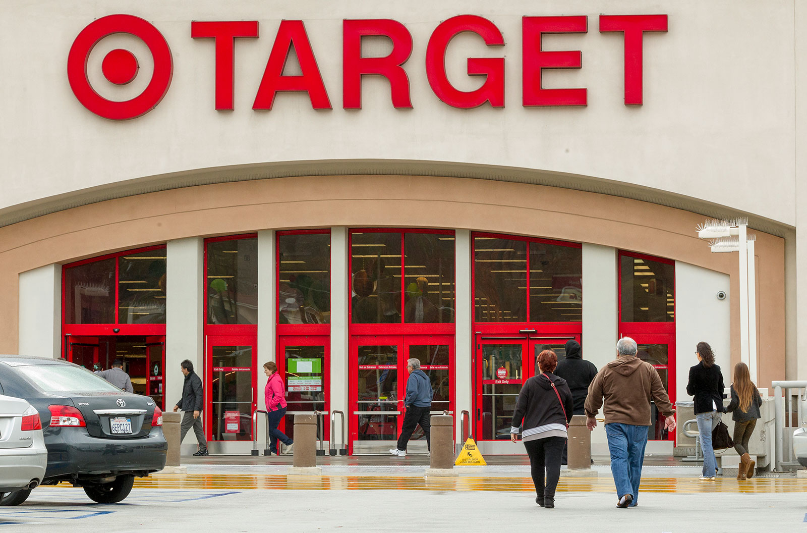 Retailers fight to silence customer data breaches