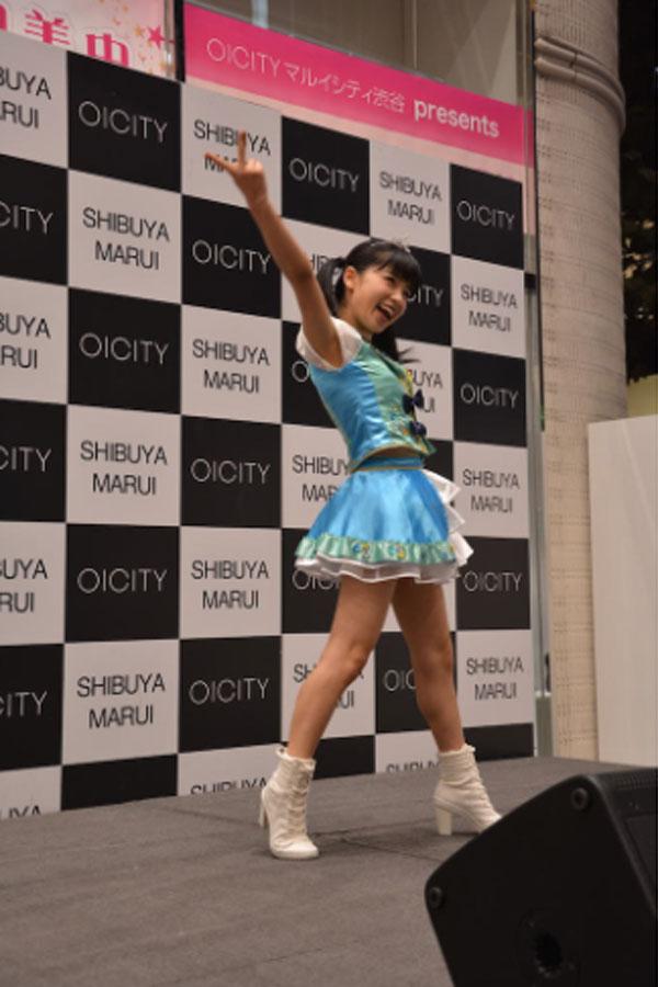 身長144cmの「なんかスゴい!アイドル」小池美由が東京・渋谷のイベントで新曲を初披露
