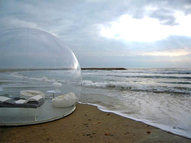 Gepflegter Naturkonsum: Das aufblasbare, transparente Blasenzelt