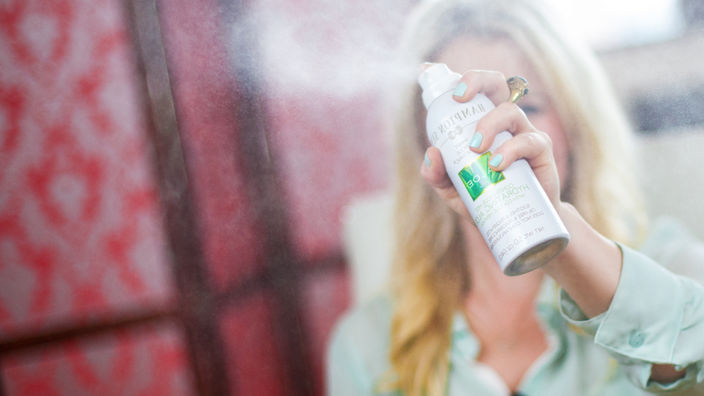 You need this cooling aloe mist in your summer beach bag