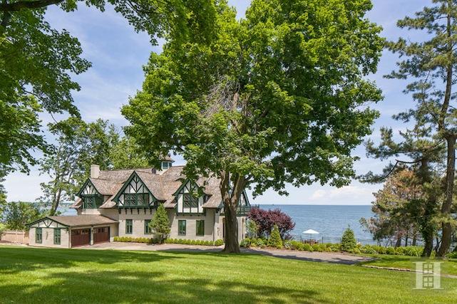 exterior Christopher Plummer home