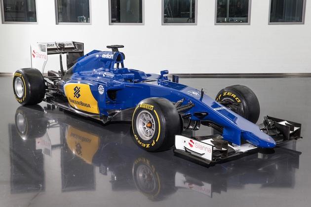 ザウバー、カラーリングを一新した2015年用F1マシン「C34」を発表!