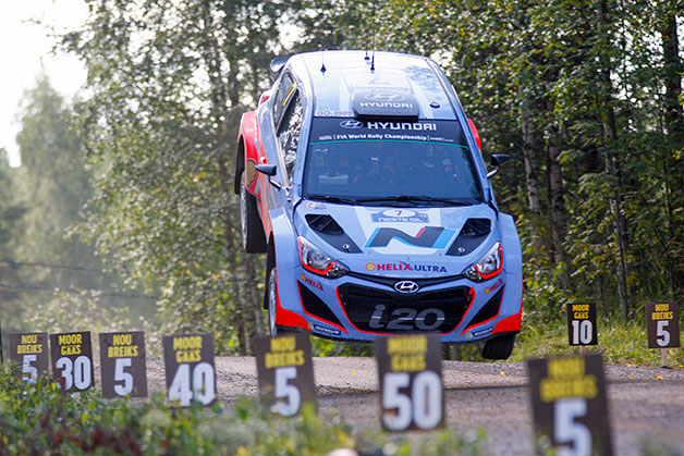A Hyundai i20 WRC driven by Thierry Neuville jumps in Rally Finland.
