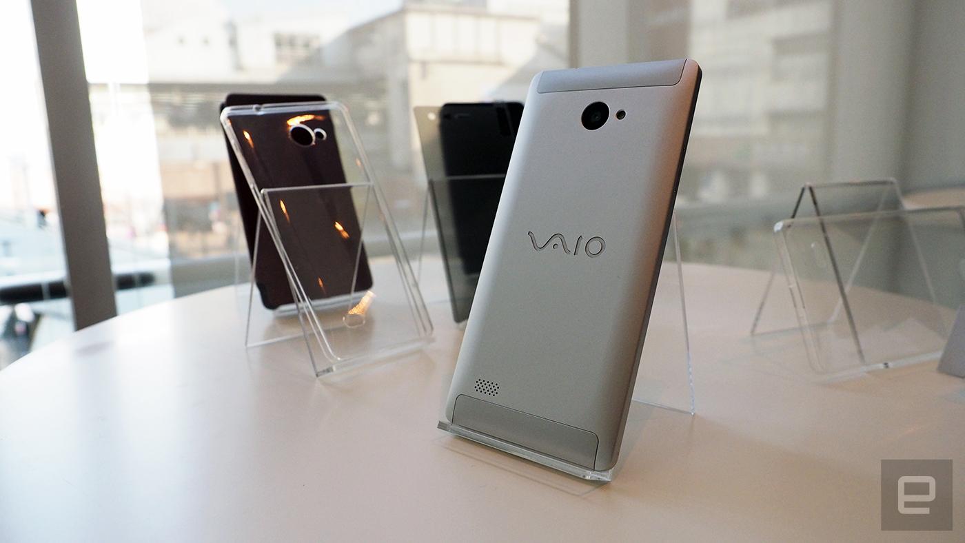 Este es el Phone Biz, el primer Windows 10 de VAIO