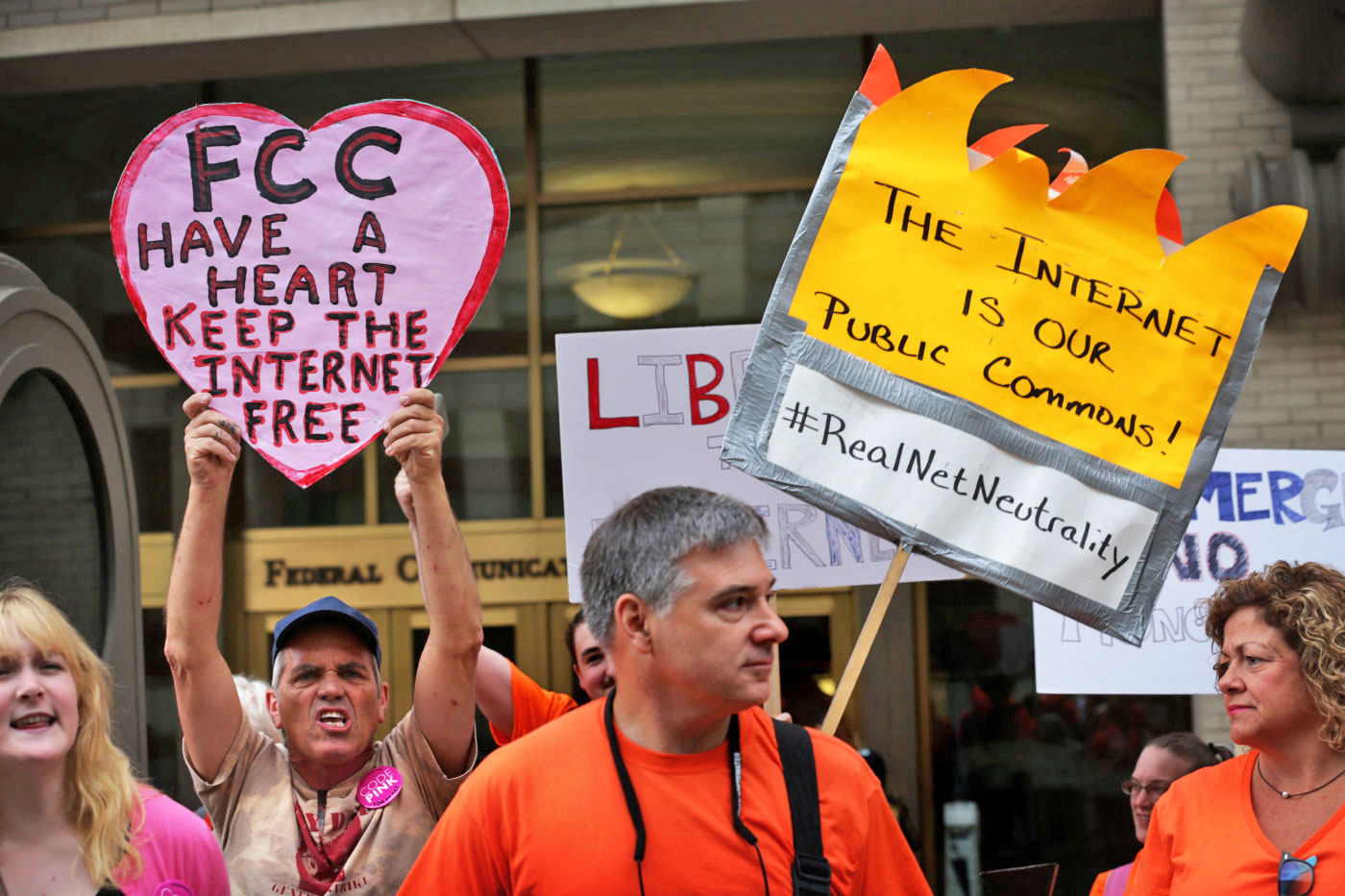 Tech alliance asks the FCC to investigate data cap exceptions
