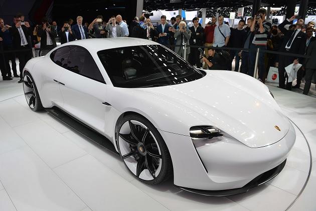 ポルシェ、初の電気自動車「ミッションE」の年間目標販売台数を2万台に設定