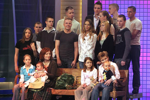 The then oldest mother of Germany at an age of 55, Annegret Raunigk (first row, 2-L), visits the RTL TVshow '2005! People, Pictures, Emotions' with her 13th child Lelia (on her lap) and her other children and grandchildren in Cologne, Germany, 11 December 2005. Photo: Jrg Carstensen/dpa
