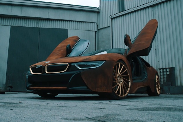 【ビデオ】たった2つのステップで、BMW「i8」に好みが分かれそうなカスタマイズを施す方法