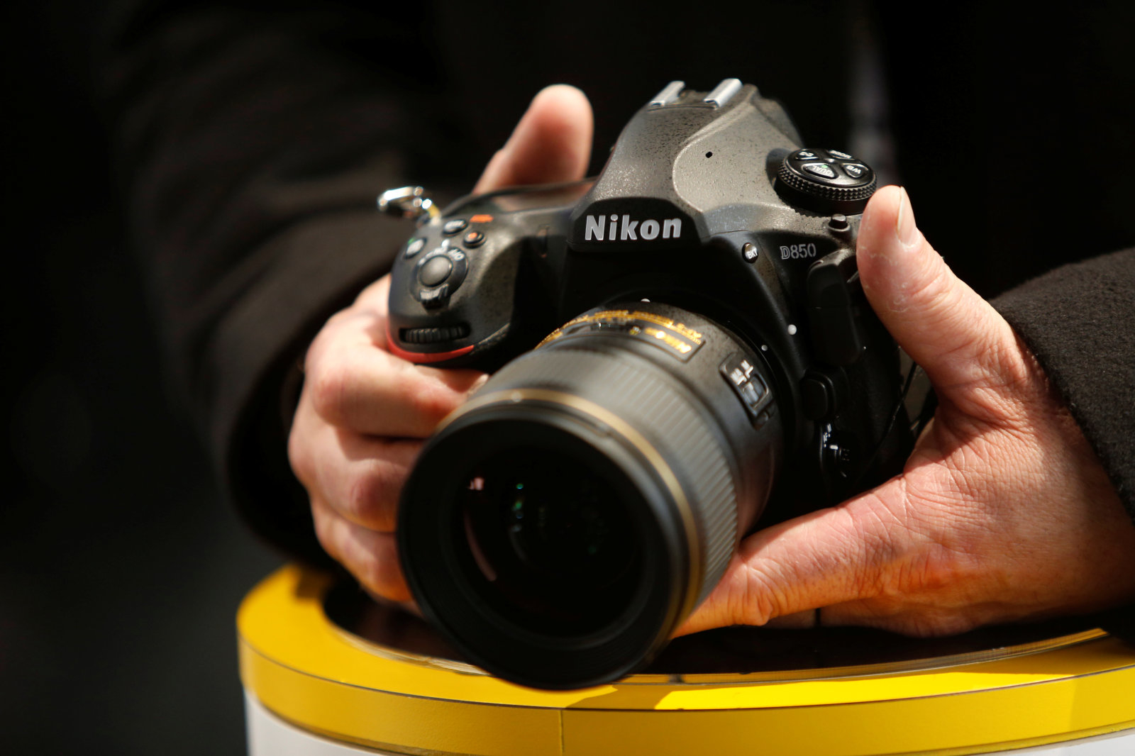 An attendee checks out the Nikon D850 digital camera during the 2018 CES in Las Vegas, Nevada, U.S. January 10, 2018. REUTERS/Steve Marcus