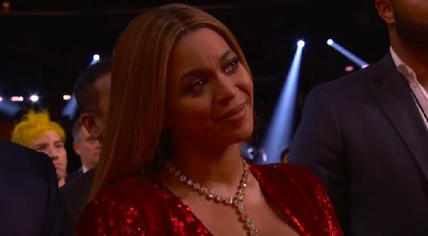アデル、グラミー賞の受賞スピーチでビヨンセを称賛し涙を誘う【動画】